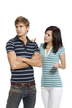 Jak zjistit, zda vaše přítelkyně chodí s někým jiným