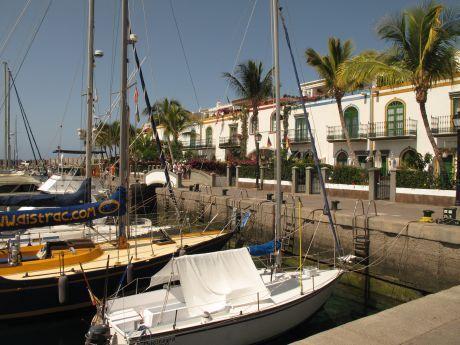 Puerto Mog�n