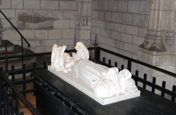 Loches-tomb