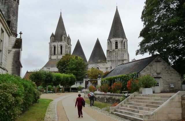 Loches St . Ours