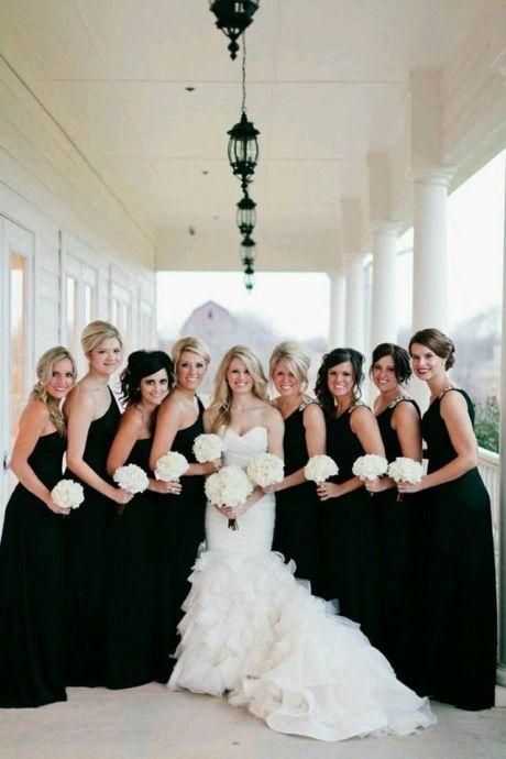 812e62df658 ŽENA-IN - Chystáte svatbu  Oblékněte družičky do černého!