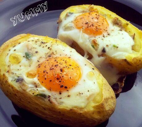 pečené brambory s vejcem a čedarem