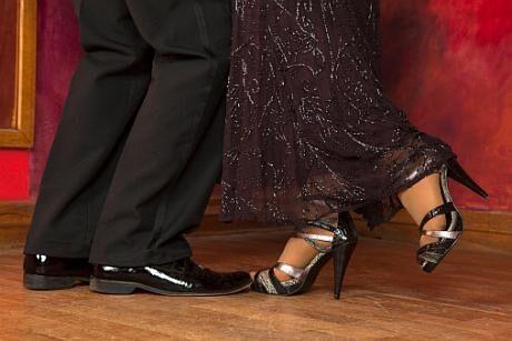 ŽENA-IN - Plesový manuál aneb jak se neztrapnit na plese. Začínáme ... 1db1452ab6