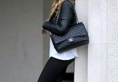 První kabelky Chanel byly z černého c6737e9dd34