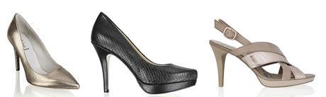 Do popředí se dostávají ultra vysoké sandály především díky rafinovaným  páskům 49a9002e41