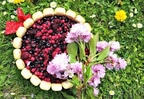 charlotta s lesním ovocem
