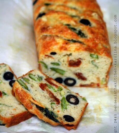 slaný chlebíček s olivami