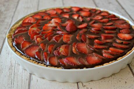 čokoládový koláč s jahodami