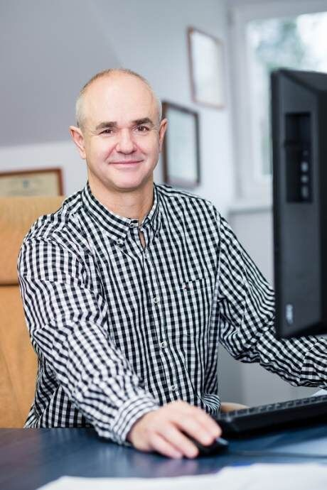 prof. MUDr. Milo� Adamec, CSc., �editel Koordina�n�ho st�ediska transplantac� (KST).�