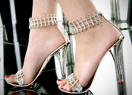 3b8b9042bbb ŽENA-IN - Zpěvačka Beyoncé si koupila nejdražší boty na světě