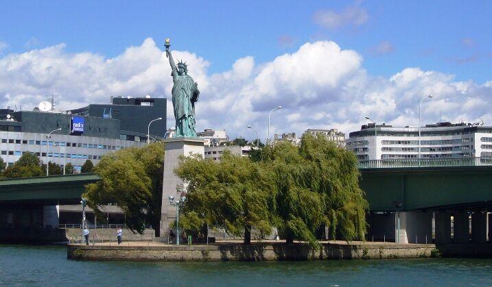 Socha v Paříži