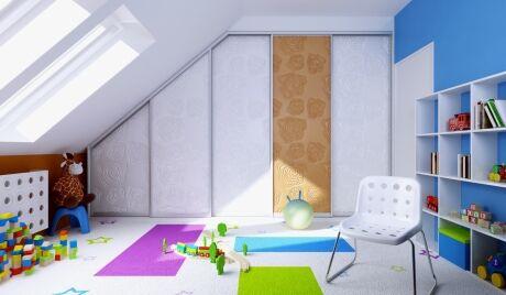 Atypické prostory podkroví můžete díky vestavěné skříni využít na maximum.