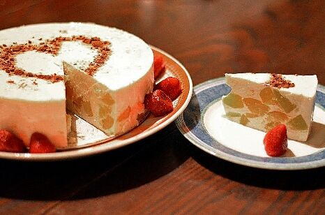Tvarohovo �elatinov� dort