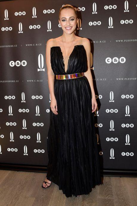 ŽENA-IN - Renata Langmannová vybírá šaty na Ples v Opeře 66b926089c