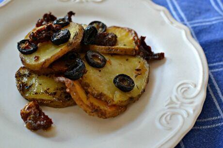 pečené brambory s olivami