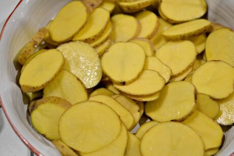brambory s olivami