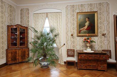 Dámský salón s portrétem  císařovny Karoliny Augusty od Carla von Salese