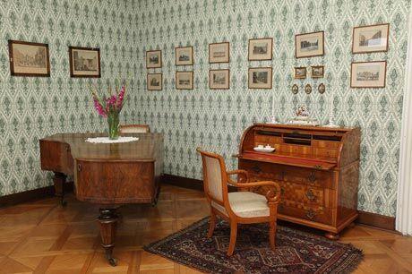 Dívčí pokoj s klavírem