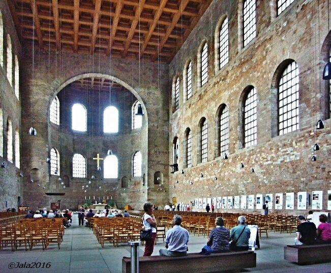 Konstantinova bazilika - interiér