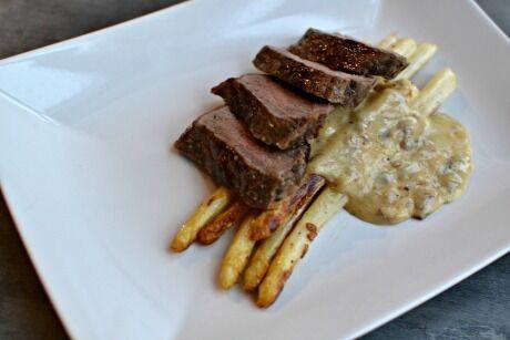 steak s bílým chřestem