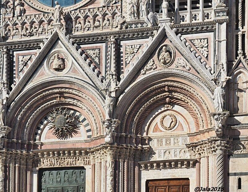 Siena-dom-fasade-detail