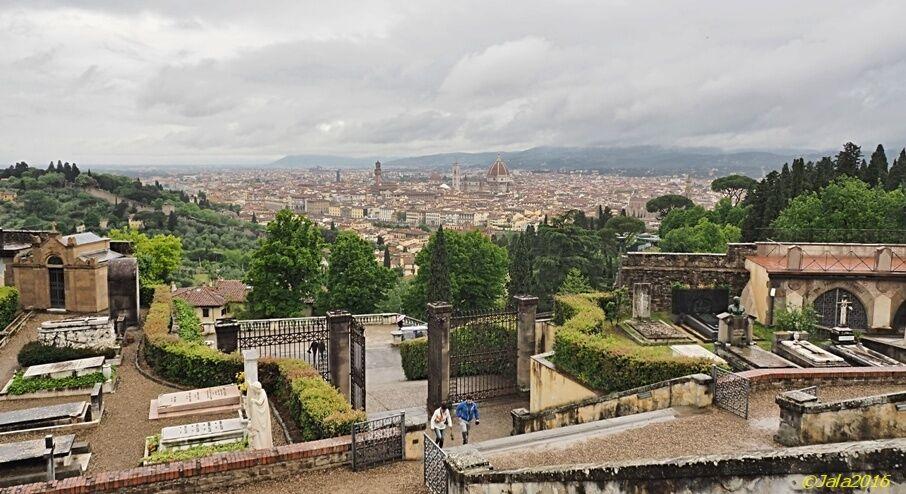Výhled na město od kostela San Miniato