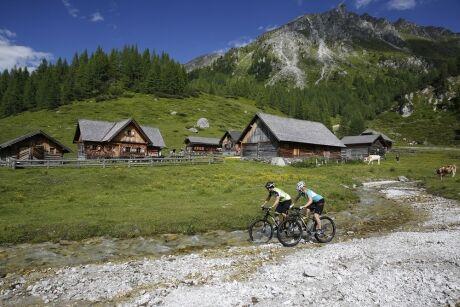 Na kolech v oblasti Dachsteinu