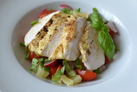 salát s grilovaným kuřetem