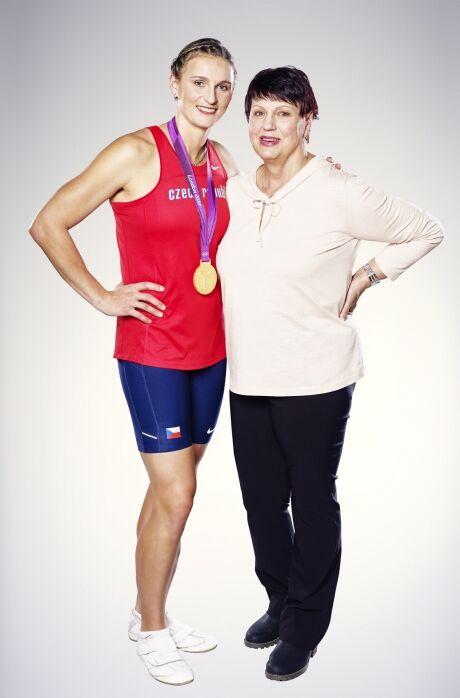 Barbora �pot�kov� a jej� maminka Ludmila