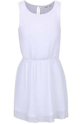 79e16cf2645 ŽENA-IN - Užijte si v létě bílé šaty  Které si vyberete