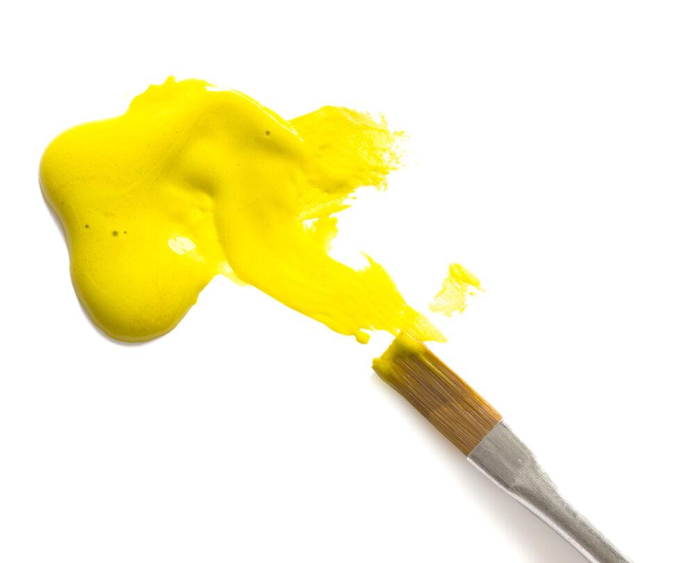 Zena In Zluta Barva Je Vyjadrenim Vlastniho Ja