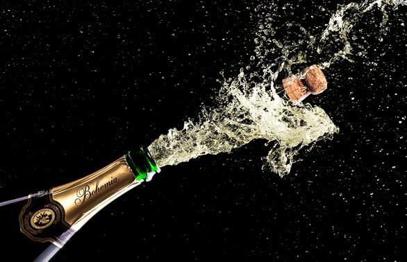 slavnostní přípitek k narozeninám ŽENA IN   Otvírání sektu nemusí skončit výbuchem. Naučte se pár  slavnostní přípitek k narozeninám