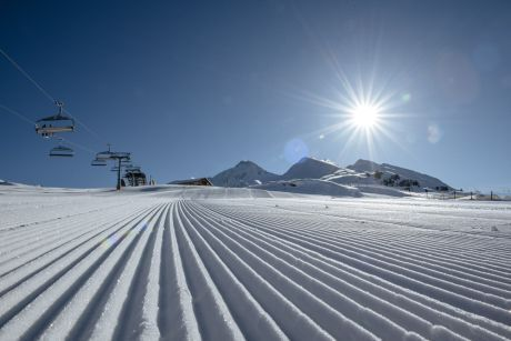 Early morning skiing (c) Zillertal Tourismus - Thomas Straub