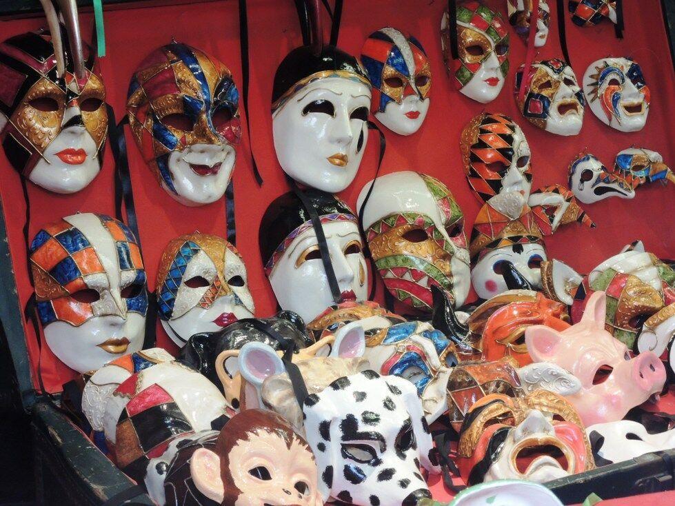 Roztodivné benátské karnevalové masky