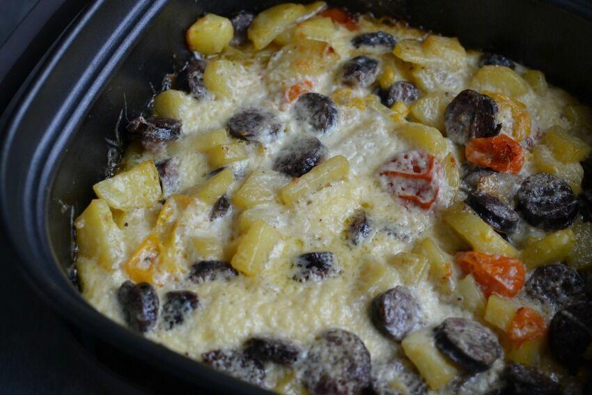 zapečené brambory s klobásou