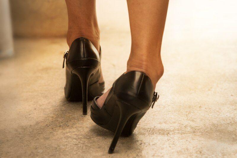 ŽENA-IN - Jak chodit na podpatcích  tyto tipy vás zachrání před bolestí d51551572e