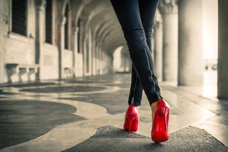 709cd8eb338 ŽENA-IN - Jak chodit na podpatcích  tyto tipy vás zachrání před bolestí