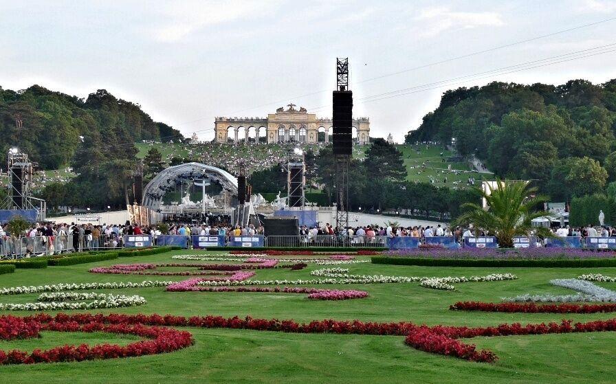 Koncert  v zámecké zahradě Schönbrunnu
