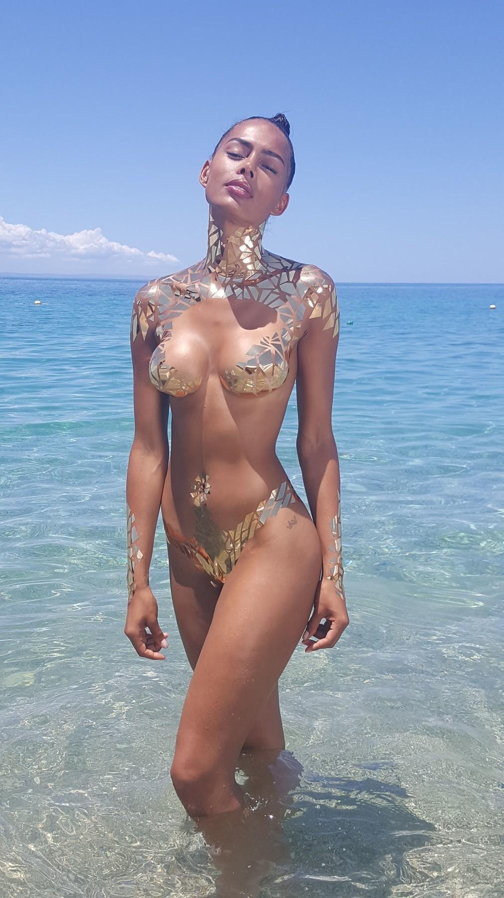 zlate bikini
