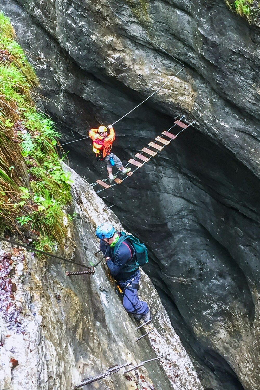 Postalmklamm Klettersteig má opravdu hodně mostků různých obtížností