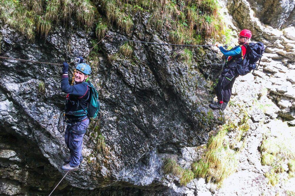 Postalmklamm Klettersteig - někde máte jen lano nahoře a lano dole - překvapivě nejlehčí mosty