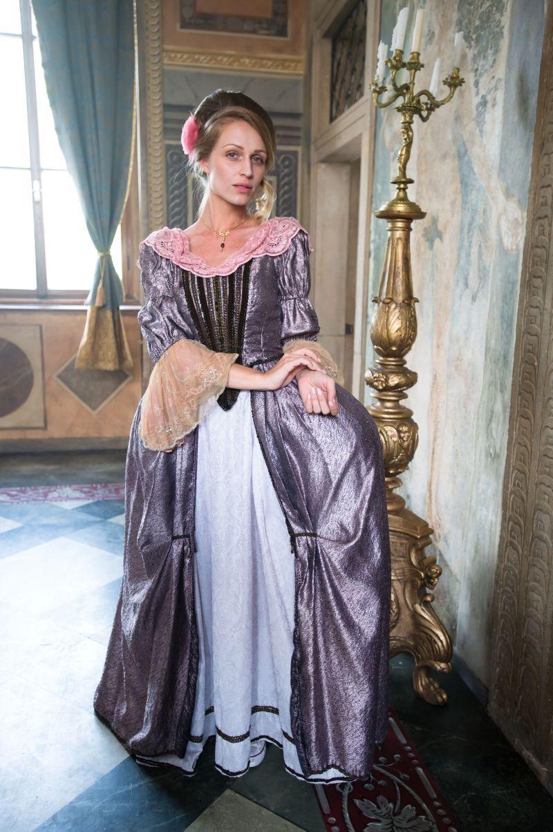 barokní šaty