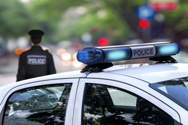 Proč policajti chodí se sestrami