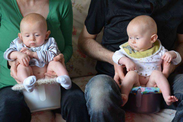 Zena In Novorozenec Na Nocniku Bezplenkova Komunikacni Metoda Je