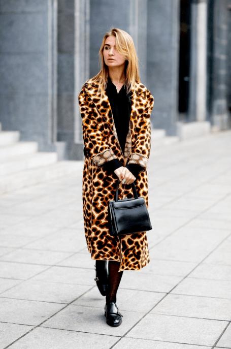 Leopard dnes  Velmi nadčasový trend! Ale nic se nemá přehánět. Raději  vsaďte na doplňky b6fe759562