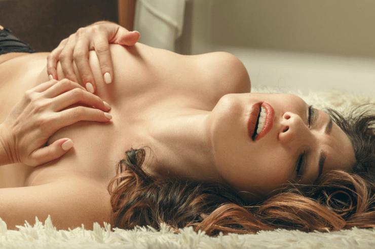 nahé dospívající v posteli zlaté maminky porno