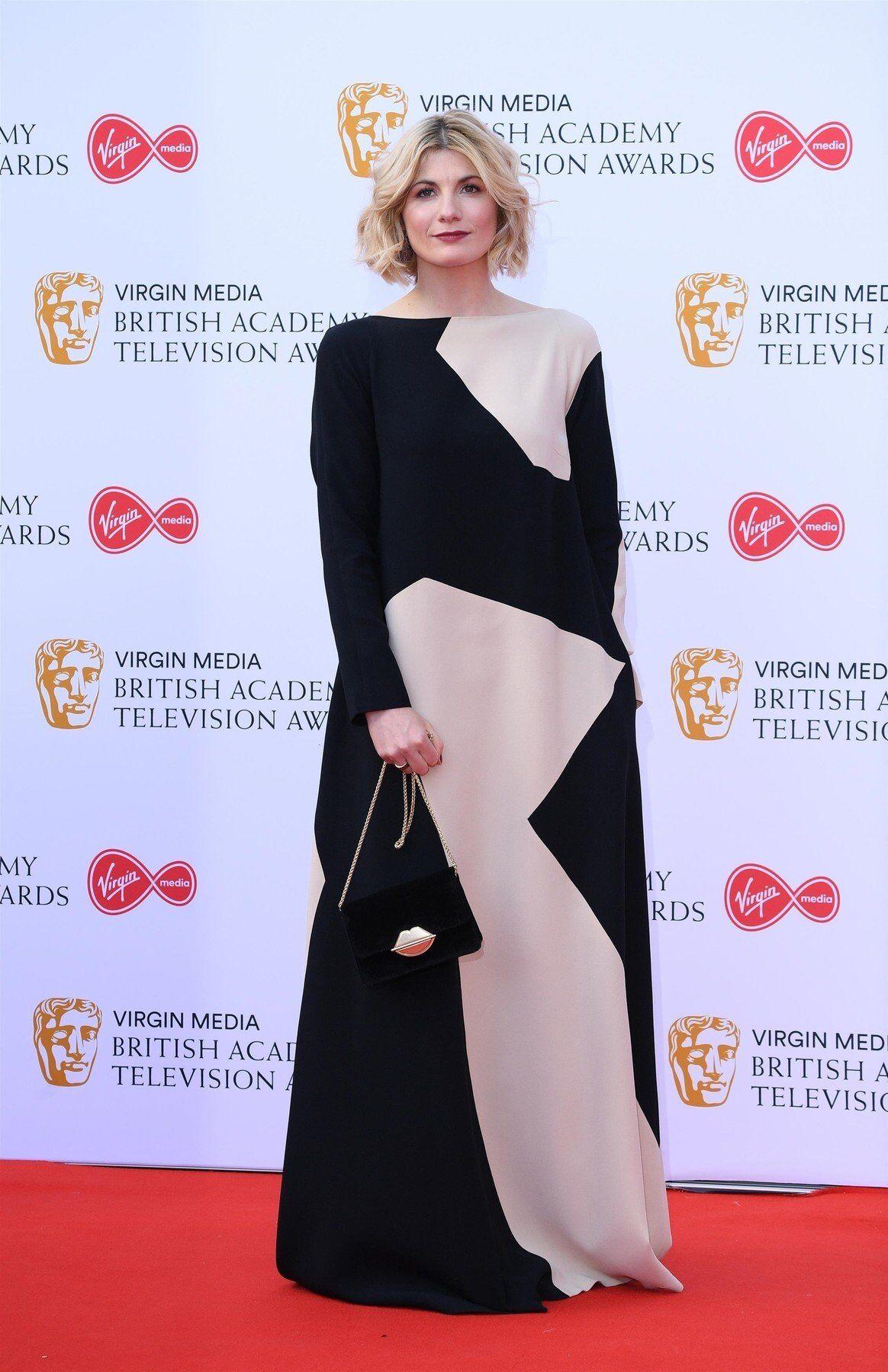 f8808da16 Britská televizní hvězda Megan McKenna zvolila šaty jako stvořené pro vílu.  Na červeném koberci v nich zazářila a patří k těm nejhezčím, které byly ten  ...