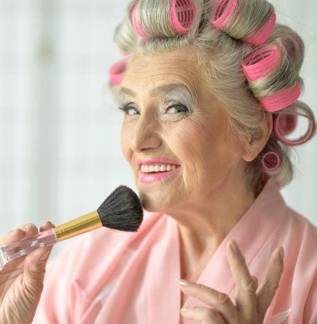 Starší ženy, které stříkají