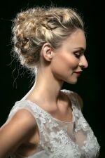 Čtěte také  Trendy ve svatebních a společenských účesech adda94365e